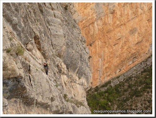 Via CADE 550m 6c (V  A0 Oblig) (Pared de Aragon, Mont-Rebei) (Omar) 0382