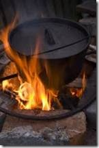 Place the coals properly To use Dutch cooking