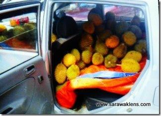 durians_sarawak_market_7