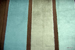Tkanina obiciowa, trudnopalna. Pluszowa. Motyw geometryczny - pasy. Brązowa, szara, błękitna.