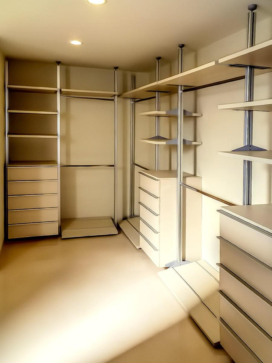Closet vestidor modular en madera haya for Imagenes de zapateras de madera