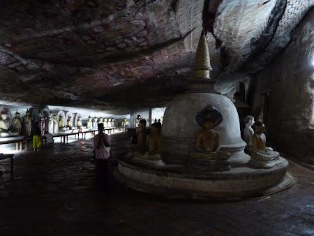 Imagini Sri Lanka: stupa in pestera