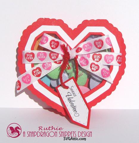 Heart see-thru lid box - SnapDragon Snippents - Caja en forma de corazon - Ruthie Lopez