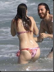 leighton-meester-bikini-butt-0415-05-675x900