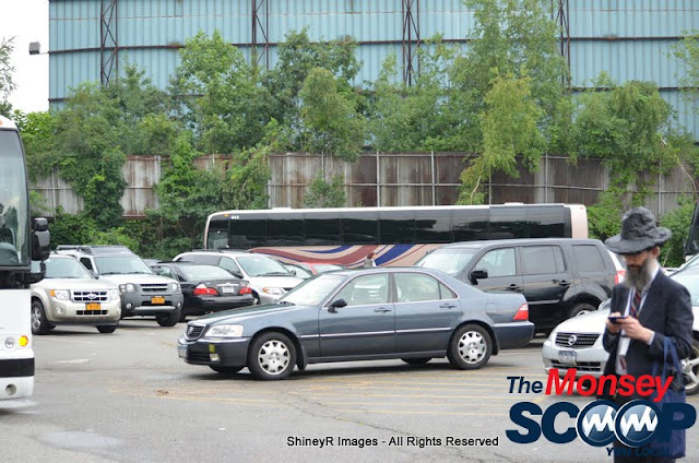 Loading the Buses in Monsey for the Siyum HaShas In MetLife Stadium (Meir Rothman) - DSC_0005.JPG