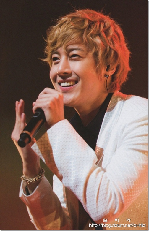 [Magazine]First_Tour_2011_in_Japan_(23-1)