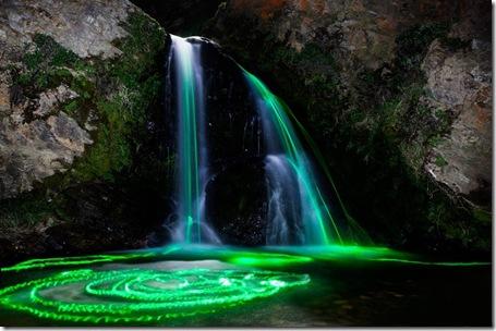cascada de lumini