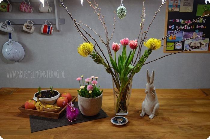 FF (10) gelbe Protea, gefüllte Tulpen, Kirschzweige und rosa Gänseblümchen