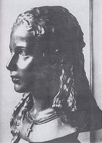 Busto de madera de Sisí a los 12 años.