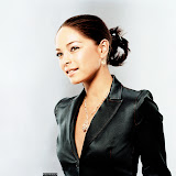 kristin-kreuk-11-1600x1200.jpg