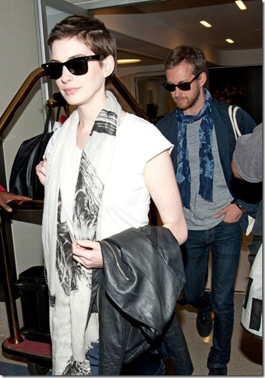 Anne Hathaway Anne Hathaway Adam Shulman Arrive JPLoIc11uJ8l