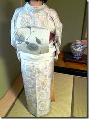 素敵な白大島紬に塩瀬の帯で (1)
