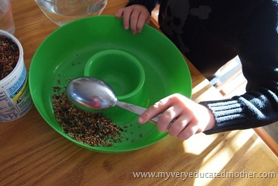 www.myveryeducatedmother.com #outdoorcraft #birdfeeder