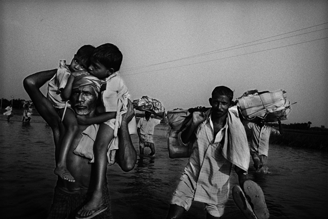 Villagers return to their homes after a flood in Bihar, India. balazsgardi / Flickr via blogs.worldwatch.org