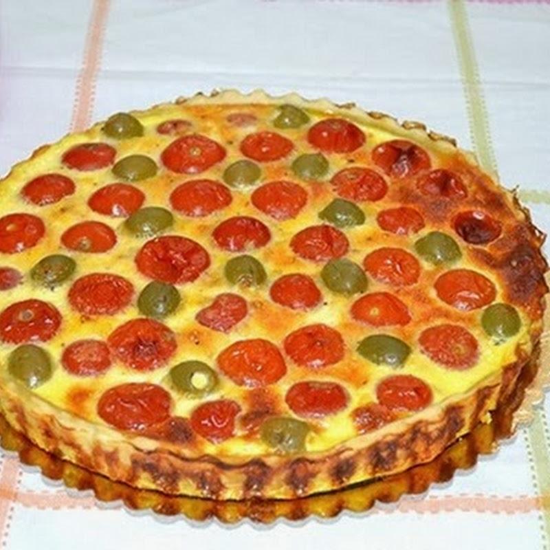 Αλμυρή πίτα με ντομάτα και πράσινες ελιές