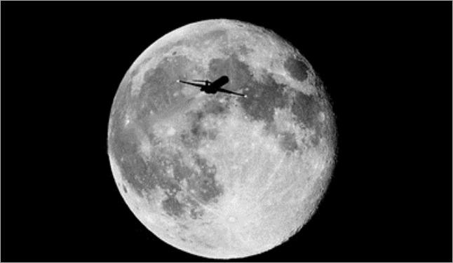 normal_Moon-jet