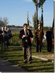Inhuldiging van het monument ter nagedachtenis van een gesneuvelde Amerikaanse piloot tijdens W.O.II. Toespraak van Michel Mathei, voorzitter van de Heemkundige kring