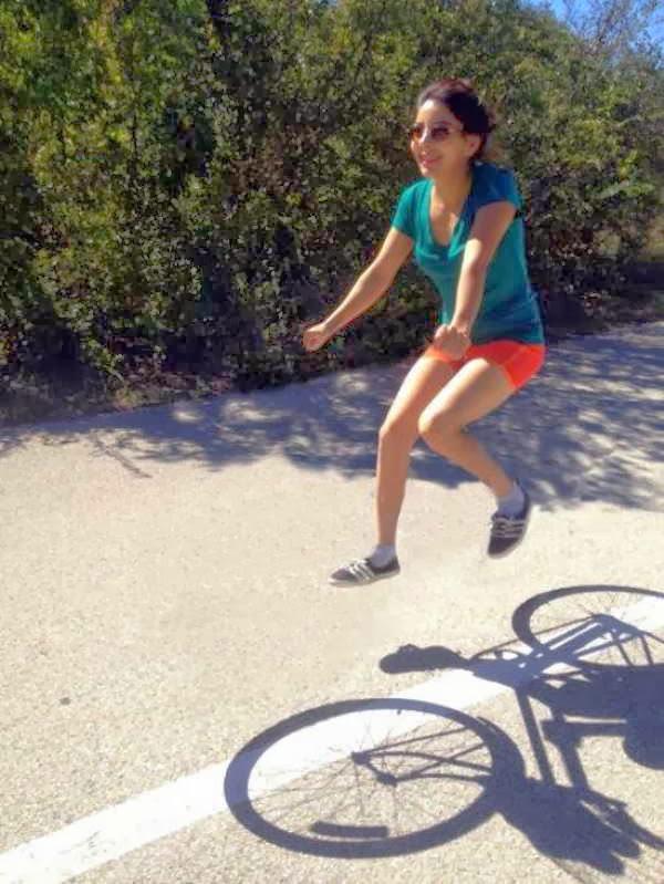 Pessoas andando em bicicleta invisíveis 27