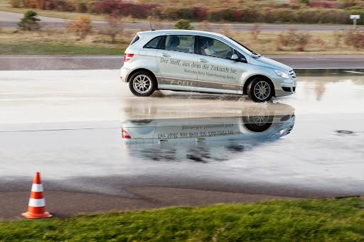 Mercedes-B-Class-F-Cell-04.jpg
