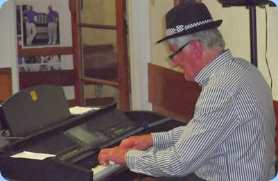 Bennie Gunn also played our Clavinova in straight piano style.