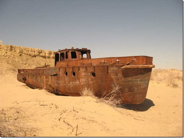 Navios abandonados de Mar de Aral (12)