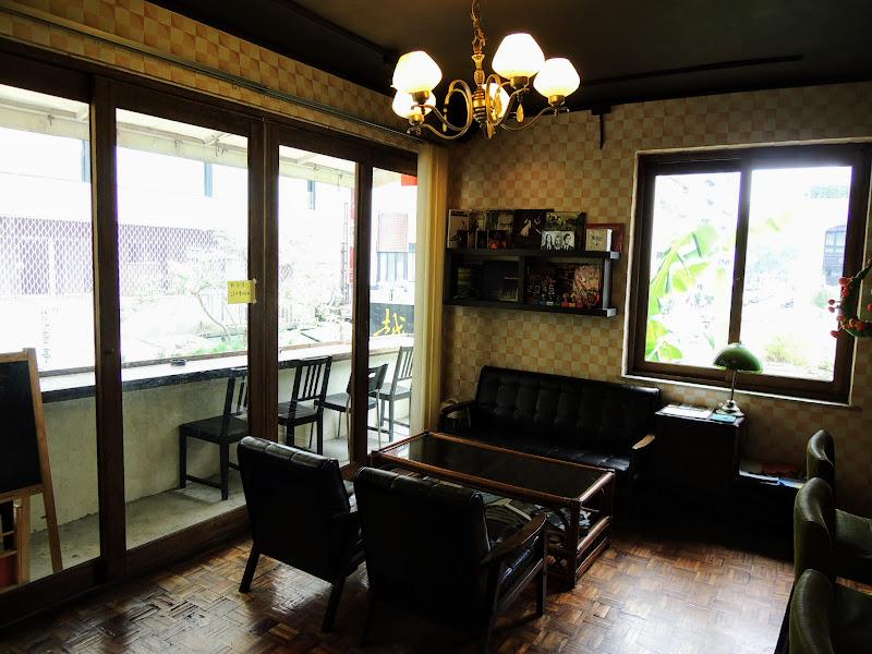 一進去 homey's Café 看到的座位區.jpg