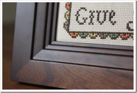 20 ноября. Give Thanks. Очень интересная рамка - багет как бы из двух частей - вертикали коричневые, а горизонтали с сохраненной фактурой дерева. Рамка для фотографии 4X6.