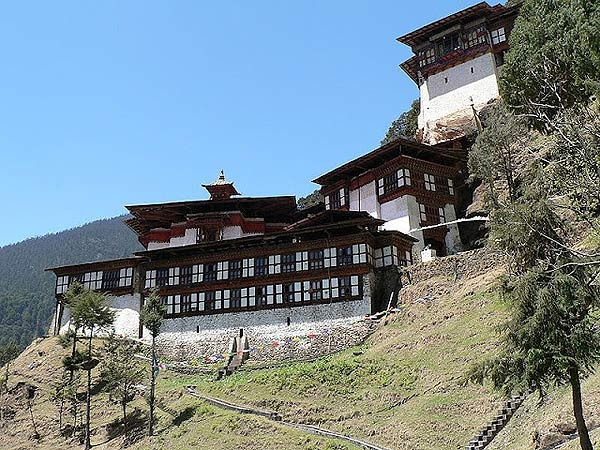 ghe-bhutan-tham-tu-vien-co-xua-huyen-bi (2)