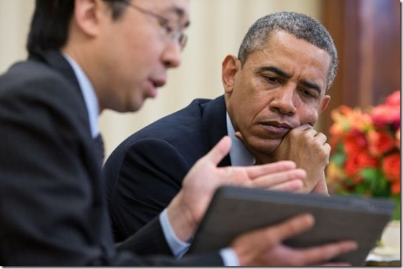 obama-checking-your-emails-8