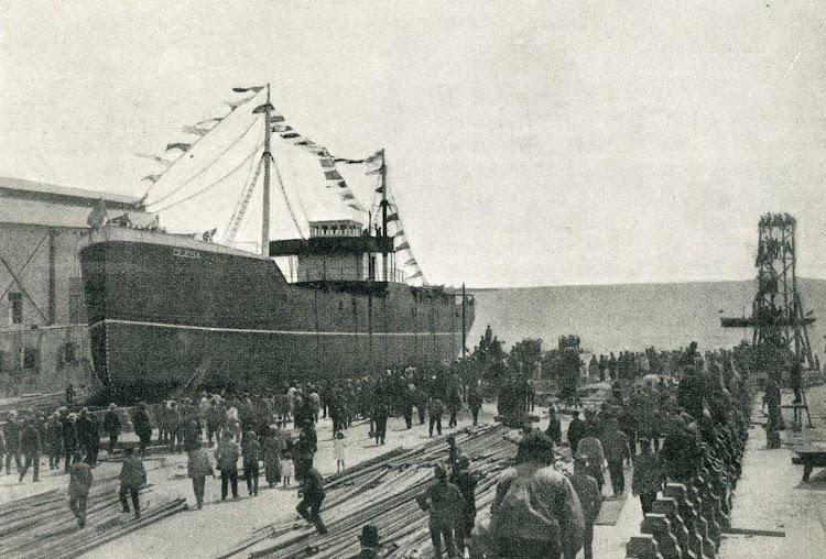 Momento en que el OLESA se para en gradas debido a la falta de sebo. Foto de la revista CATALUNYA MARITIMA. 10 de mayo de 1919.jpg