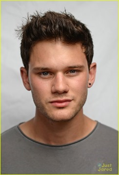 jeremy-irvine-chopard-award-winner-09