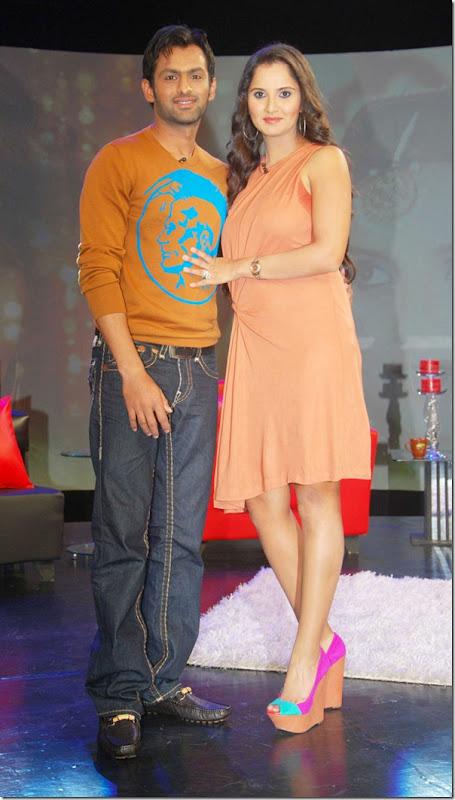 """Shoaib Malik and Sania Mirza on Raveena's show """"Isi ka Naam Zindagi Hai""""6"""