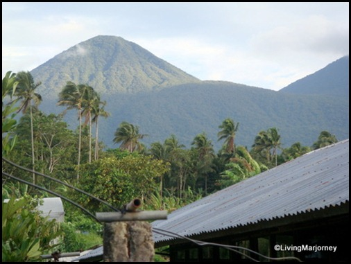 Costales Farm in Majayjay, Laguna | (left) Mount Banahaw