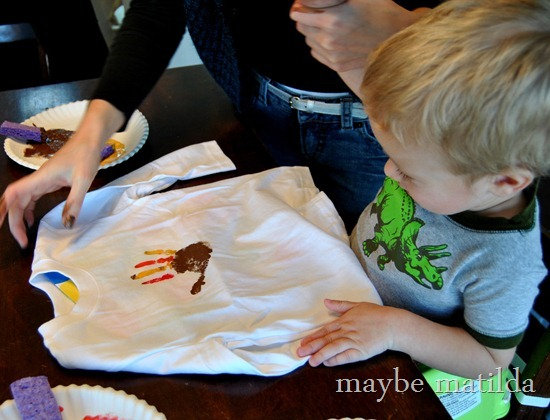 Make a Turkey Handprint Shirt for Thanksgiving-003