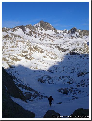 Corredor Noroeste (Izquierda) 300m AD  65º (Pico Serrato 2888m, Pirineos)7396