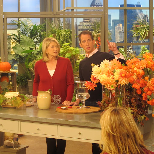 The flower arranging segment begins!