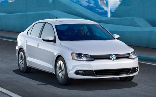 2013 Volkswagen Jetta Hybrid front three quarter