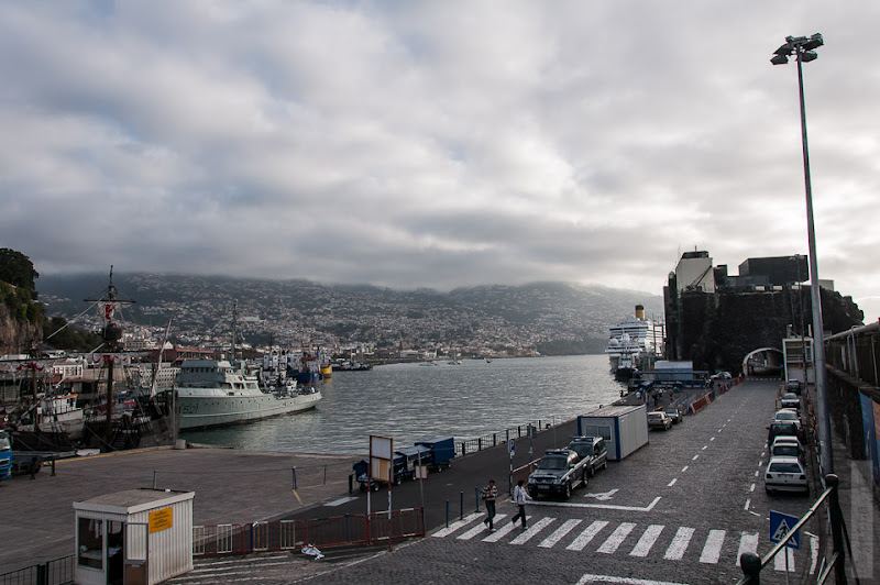 27. Февраль. Мадейра. Канатная дорога. Фуншал. Обратный взгляд на лайнер и выход из порта.
