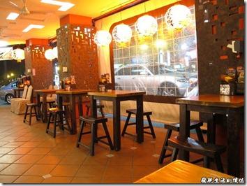 豪記台南旗艦店把騎樓也當成了餐廳的一部分,這點讓人覺得小家子氣,都已經開餐廳了,還要擺騎樓。