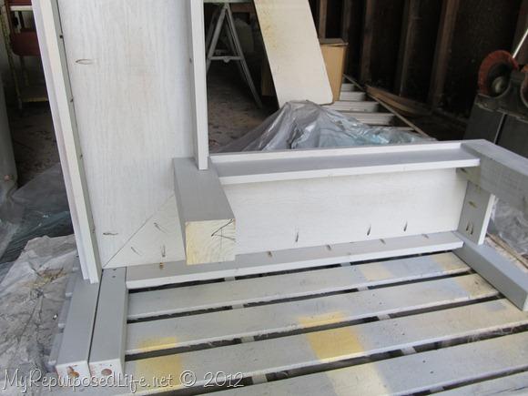 paint corner bench