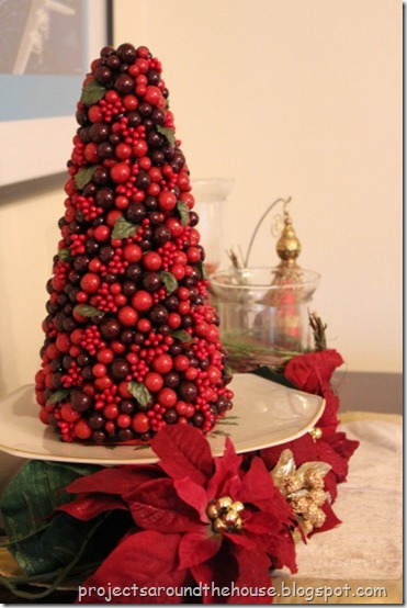 Christmas berry tree tablescape