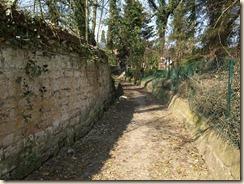 Lijsem (Lincent): Dit wandelpad leidt naar de ruïne van de Sint-Pieterskerk