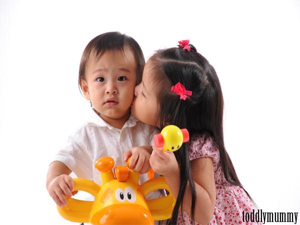 EV  AA kiss