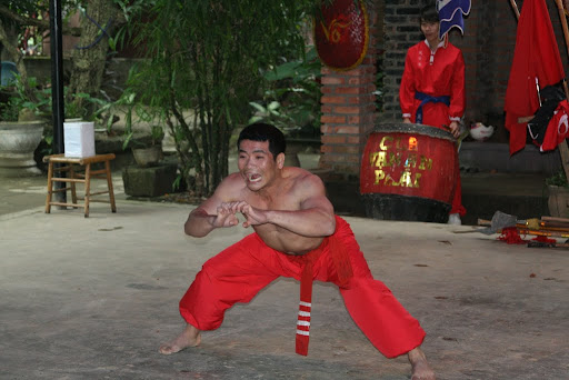 A gentleman called Sieu, warming up for his main display...