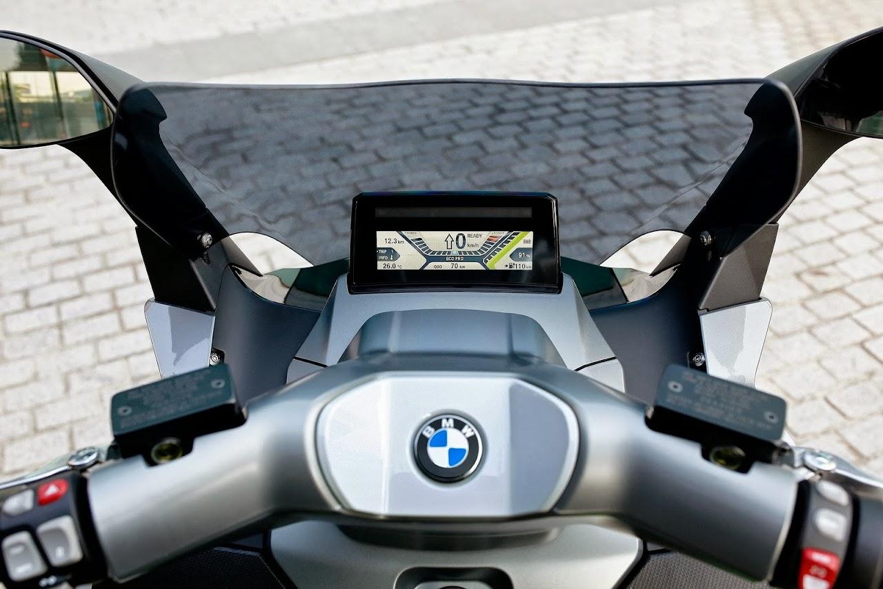 bmw elektrik motorlu c evolution scooter modelini. Black Bedroom Furniture Sets. Home Design Ideas