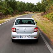 2013-Dacia-Logan-Sedan-5.jpg