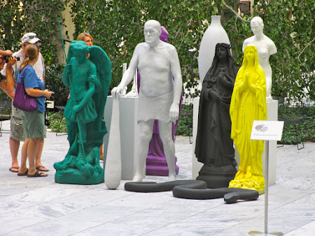 Museums of New York: Funny statues outside MOMA