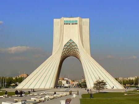 01. Turnul Azadi - Teheran.JPG