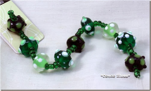 How to make a green Saint Patricks Day bracelet