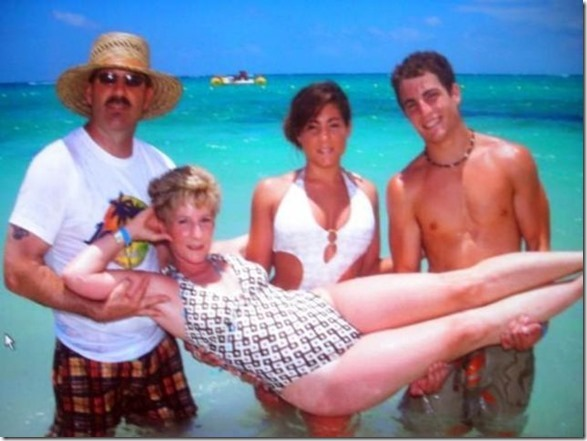 embarrassing-family-vacation-26